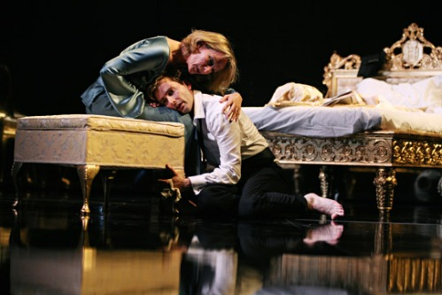 hamlet-2008-david-tennant-penny-downie-541x361